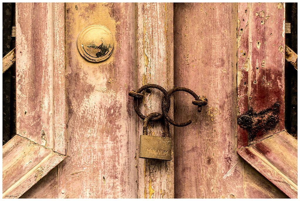 Ροζ πόρτα 1