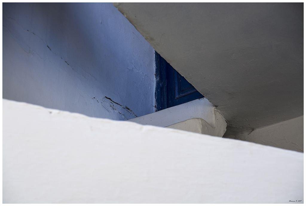 Απλά μια φέτα από μια μπλε πόρτα